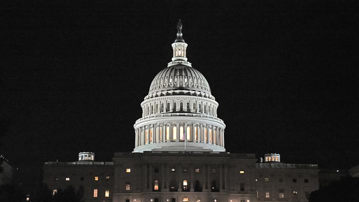 На одну ночь Белый дом стал синим
