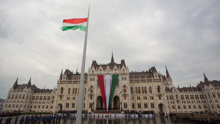 Глава МИД Венгрии обвинил Евросоюз в тайной дружбе с Россией