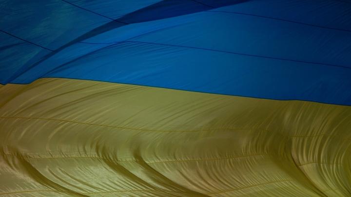Новейший украинский экспресс Порошенко в депо заталкивали вручную - видео