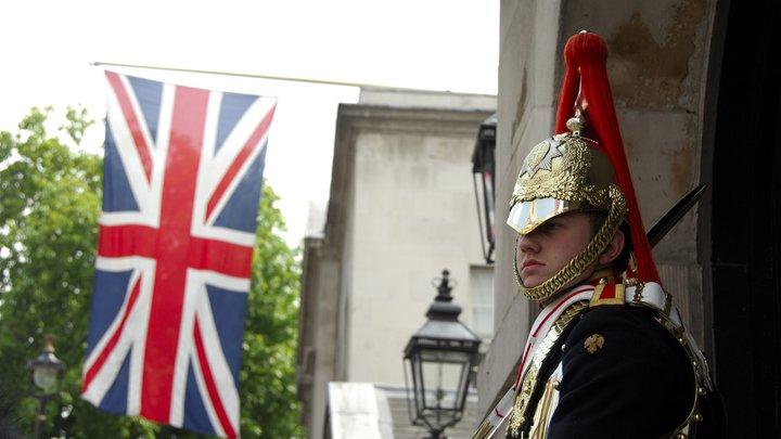 Британского депутата выгнали с заседания за попытку вынести королевский церемониальный жезл