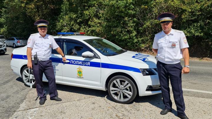 В Сочи полицейские доставили в больницу водителя с сильными болями в области живота