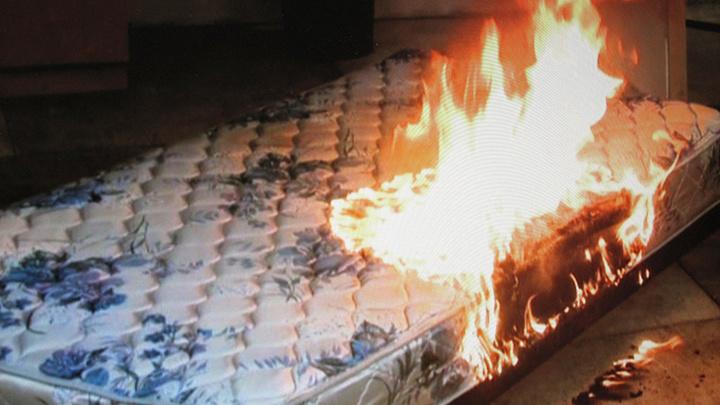 В Шуе 22 человека и 8 единиц техники тушили горящую кровать