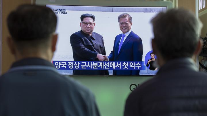 «Смотрю и улыбаюсь»: Мир пришел в умиление после встречи лидеров двух Корей - видео