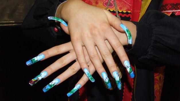 66 лет и 909 см: Самые длинные в мире ногти отпилили и подарили музею Нью-Йорка