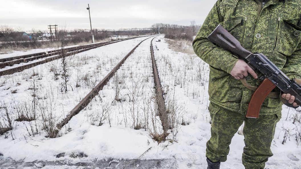 В захваченный Луганск вошла колонна военной техники: появилось видео