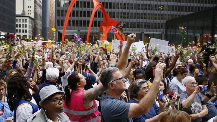 США захлестнула волна беспорядков: бунтуют уже 50 американских городов