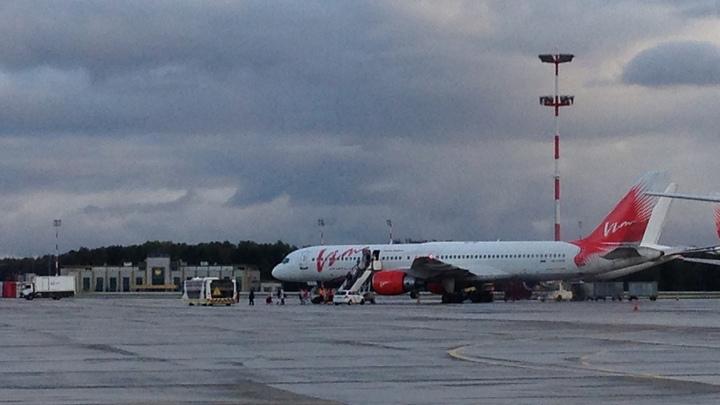 Пассажирский самолет Боинг-737 совершил аварийную посадку в Сургуте - СМИ