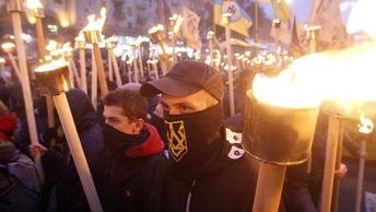 Киев в огне: На улицы вышли сотни бандеровцев с факелами