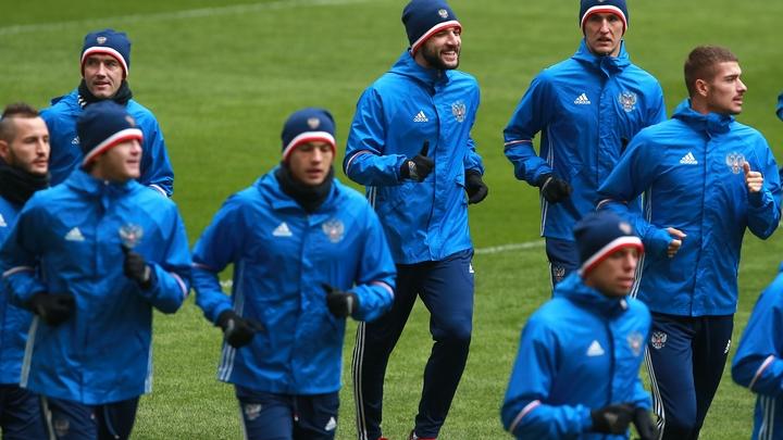 Футбольную сборную России некому защищать