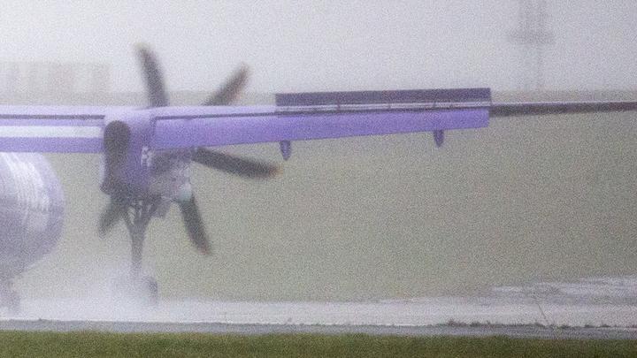 Жесткая посадка: Неудачное приземление американского самолета парализовало работу камчатского аэропорта