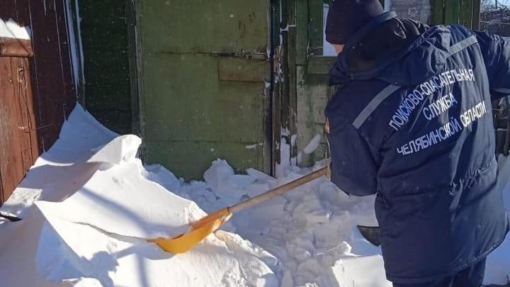 Снегом засыпало двери: под Троицком два дня в плену просидела мать с дочкой