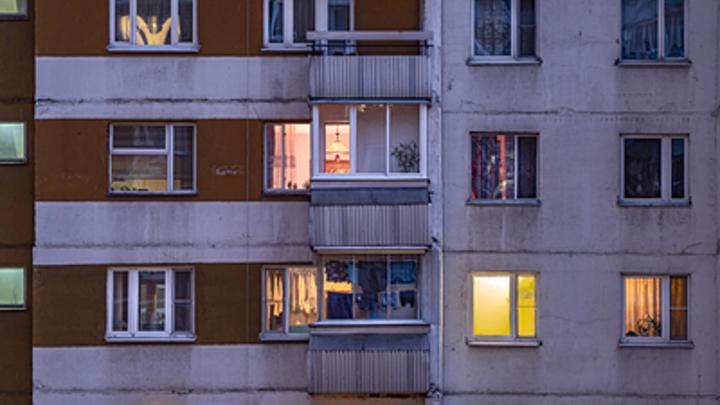 В Новосибирске мёртвый мужчина почти месяц пролежал в своей квартире