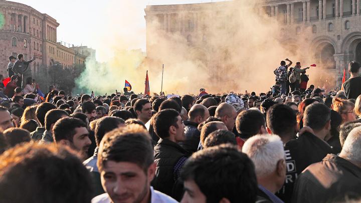 Негативный сценарий для России: Война в Карабахе и майдан в Армении