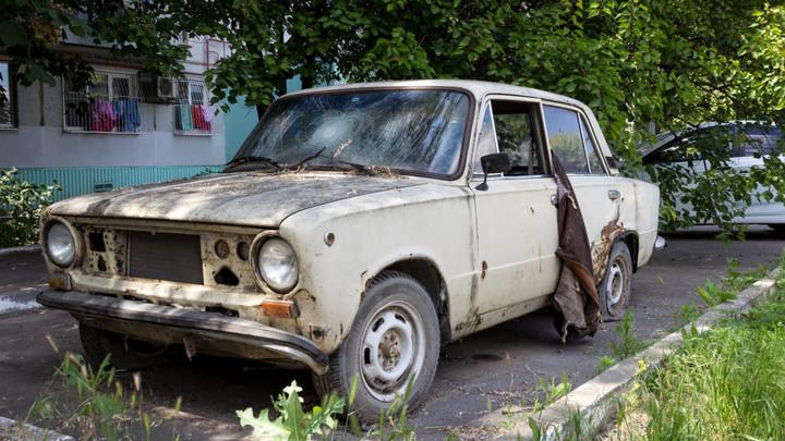 Жителей Подмосковья научили избавляться от брошенных автомобилей во дворе