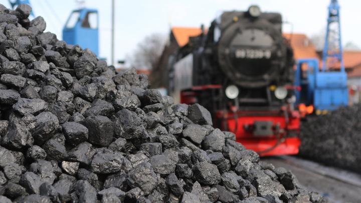 Люди и экология не пострадали: В РЖД рассказали об инциденте с опрокинувшимися 30 вагонами угля
