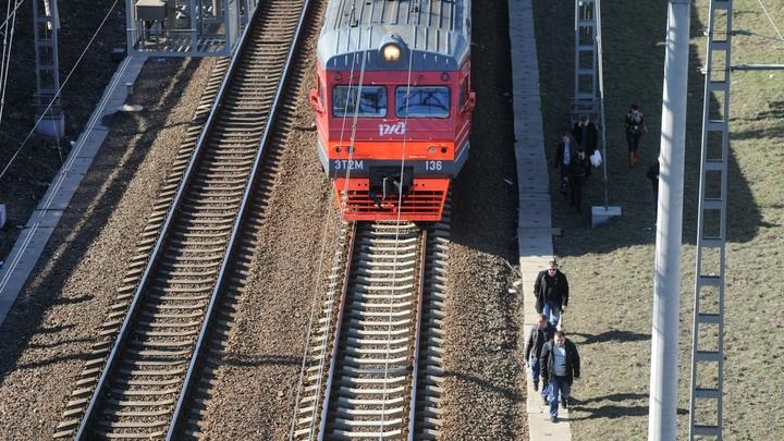 Утренние электрички до Санкт-Петербурга опаздывали на час из-за смерти пожилого пассажира