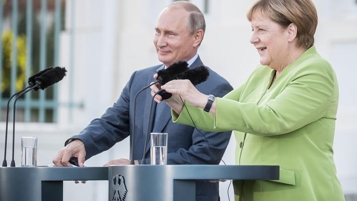 Политики в замке. Что обсудили Путин и Меркель