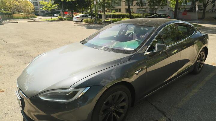 Аж диву даёшься: Нашедшие под капотом палки и изоленту владельцы Tesla оправдали производителя
