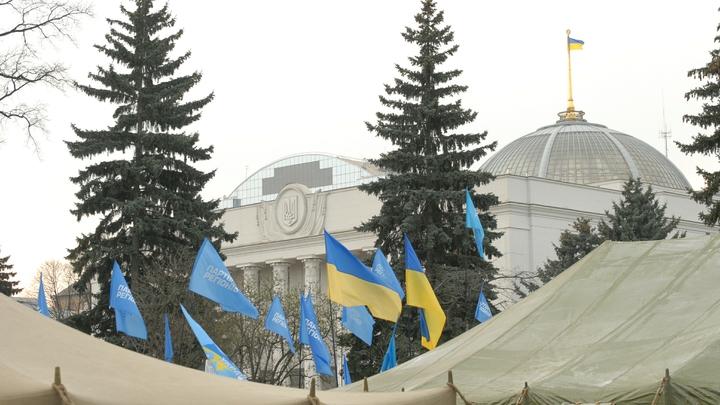 Украинская демократия: 20 человек пострадали при разгоне палаточного городка на Майдане