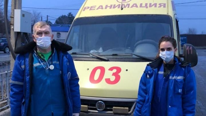 В Батайске пациент встретил бригаду скорой помощи с автоматом в руках