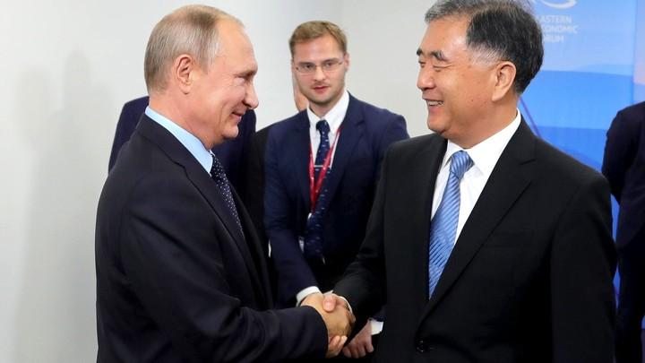 Глава МИД КНР предрек России и Китаю прекрасное новое будущее