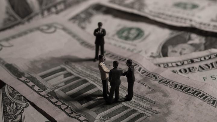 Жареными гусями объелись: Гнездом коррупции оказались США
