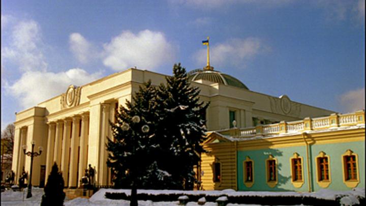 На колени ж, не лицом: В МВД Украины оправдались за унижение протестующих у  стен Рады