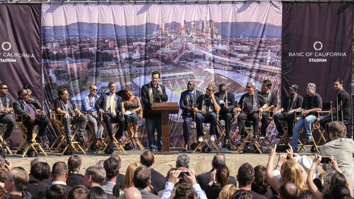 Модный коуч Тони Роббинс стал богаче на 1 млн долларов после семинара в Москве