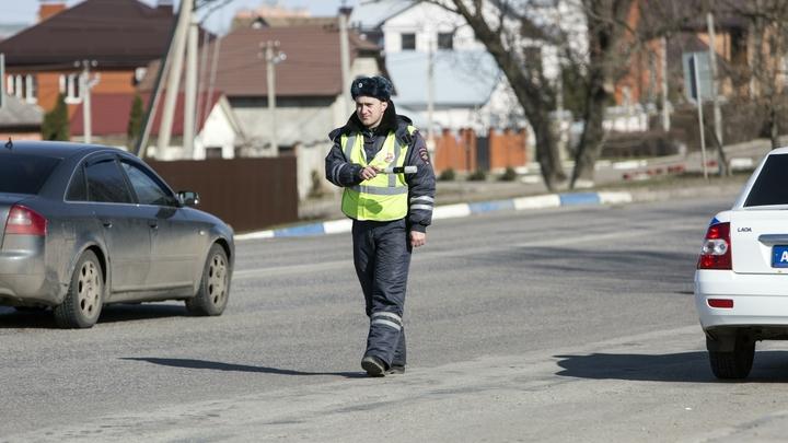 Ты, ***, шестерка: Под Псковом депутат объяснил полицейским, почему его водитель может выпить