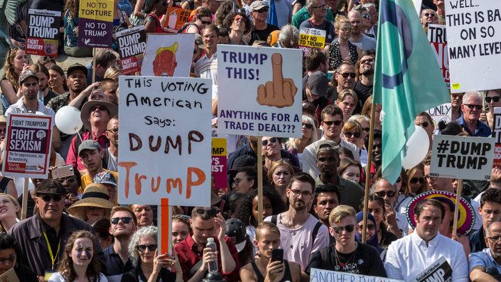 Тысячи сторонников и противников Трампа вышли на митинги в Хельсинки