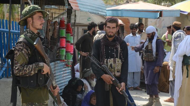 Игры престолов в Талибане*? Людей озадачило паспортное фото