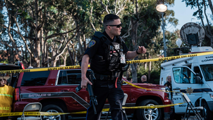 Расстрел в упор, жестокое избиение: Соловьев показал, как в США и ЕС полиция расправляется с женщинами