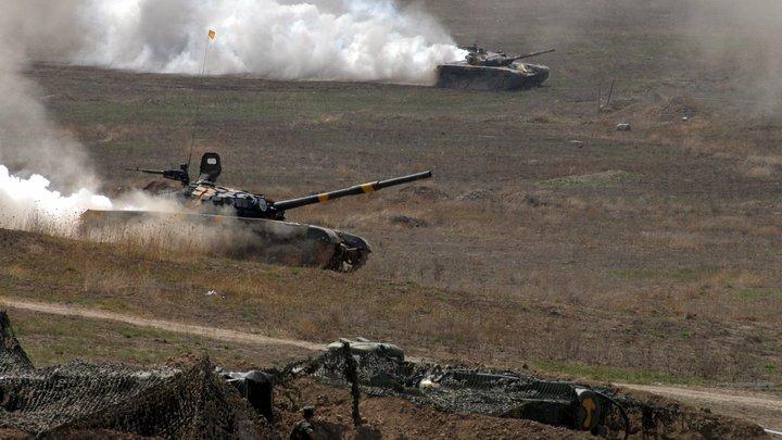 Танки горят, под обстрелом мирные жители: Минобороны Армении показало военные действия в Карабахе