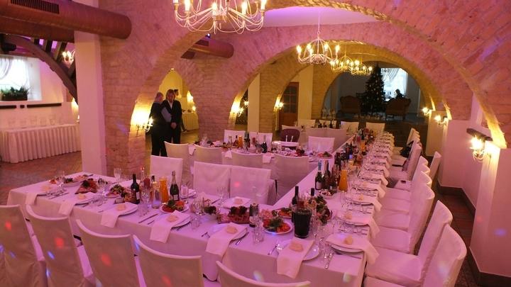 В екатеринбургских ресторанах стало некому обслуживать клиентов