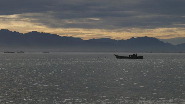 На берег Японии выбросило деревянный корабль-призрак с восемью мертвецами