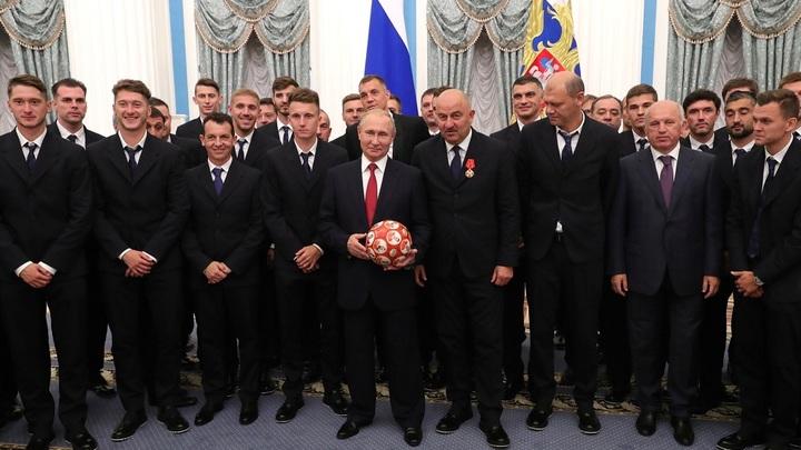 Орденоносцы: Сборную России наградили в Кремле