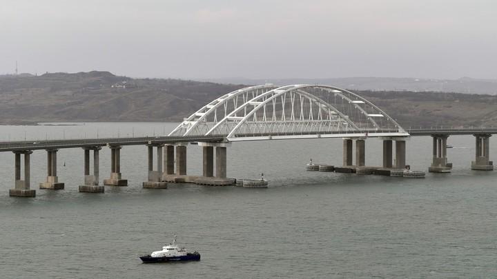 Часть воды теряется: На Крымский мост попытались навесить проблемы всего региона