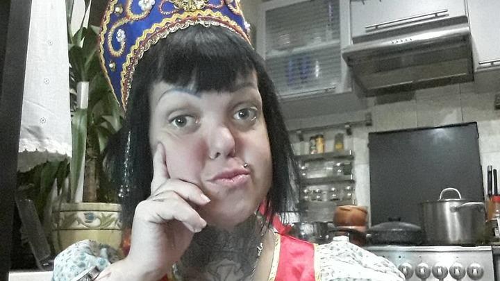Обои на полу, паркет сорван: фото квартиры умершей солистки Little Big Анны Каст ужаснуло Сеть