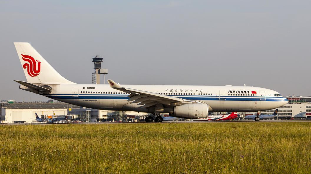 Самолет Air China не долетел до Пекина из-за нападения на бортпроводника