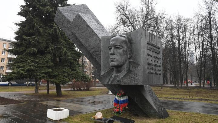 Показали себя как безмозглые артисты: Депутат назвал шутку о Карбышеве выходкой пигалиц