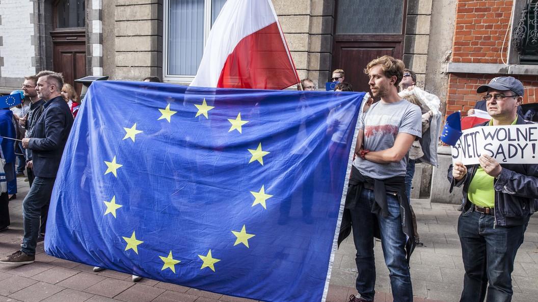 Еврокомиссия запускает санкционные процедуры в отношении Польши
