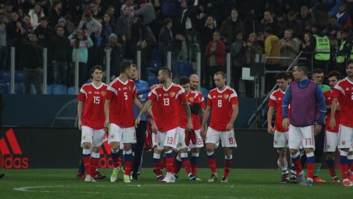 Сборная России по футболу посетила избирательный участок