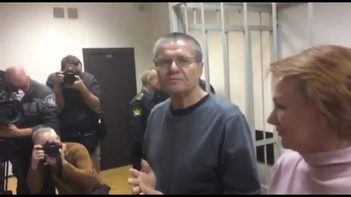 Улюкаев приговорен к 8 годам тюрьмы за взятку в $2 миллиона