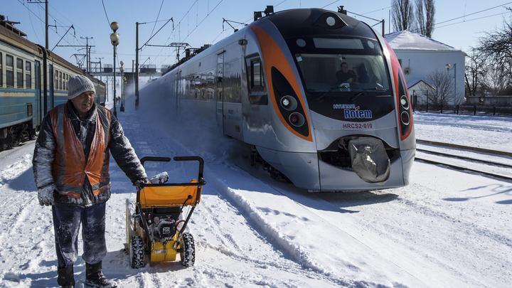 «Украинский паровозик опять не смог»: В Киеве 2 раза за 4 дня заглохла электричка Порошенко