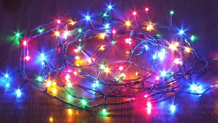 От вилки до ближайшей лампочки…: Роспотребнадзор провёл новогодний ликбез для покупателей гирлянд