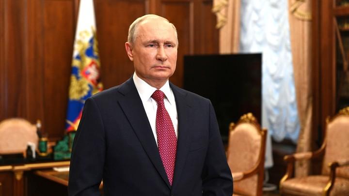Прямая линия началась: Вызвавший споры аксессуар Путина первым попал в объектив камер