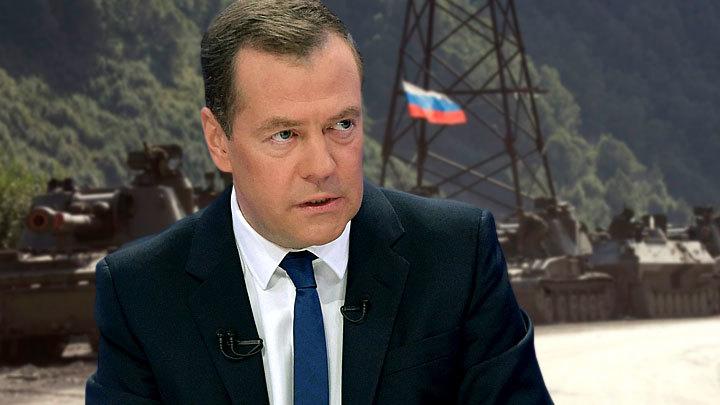 Медведев объяснил, почему в 2008 году не пустил российские танки в Тбилиси