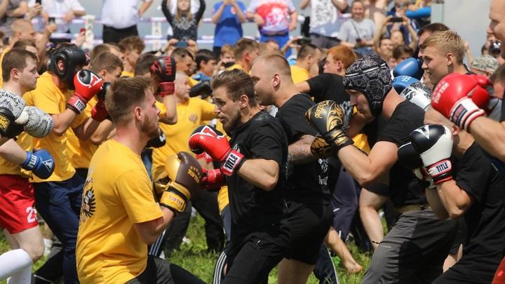 Массовый кулачный бой состоялся на фестивале Русский мир: Это был рекорд России