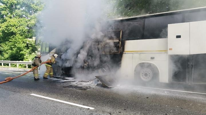 В Туапсинском районе загорелся автобус, перевозивший детей