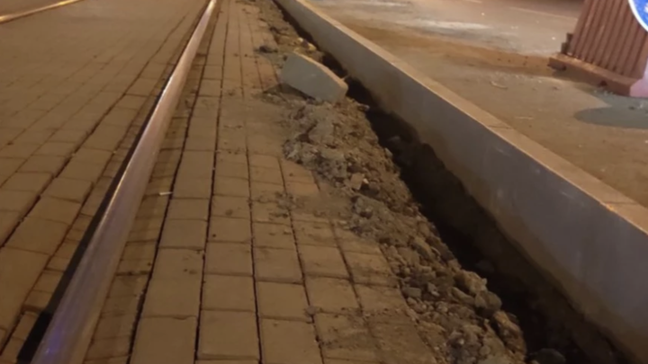 В Челябинске трамвайные пути для будущего скоростного трамвая отгородили бордюрами